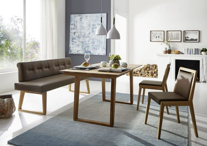 moderne Sitzbankgruppe aus Massivholz und Leder