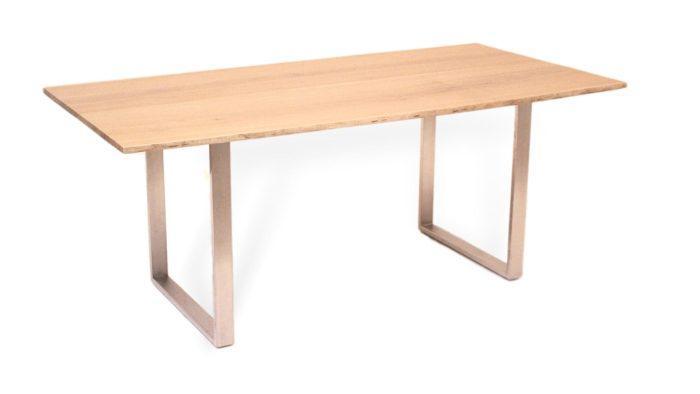 Baumtisch mit metallkufen aus edelstahl und massivholz
