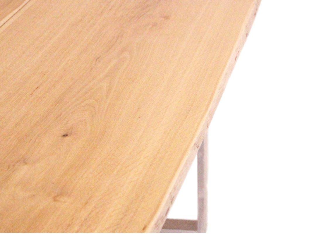 Baumtisch mit metallkufen aus massivholz