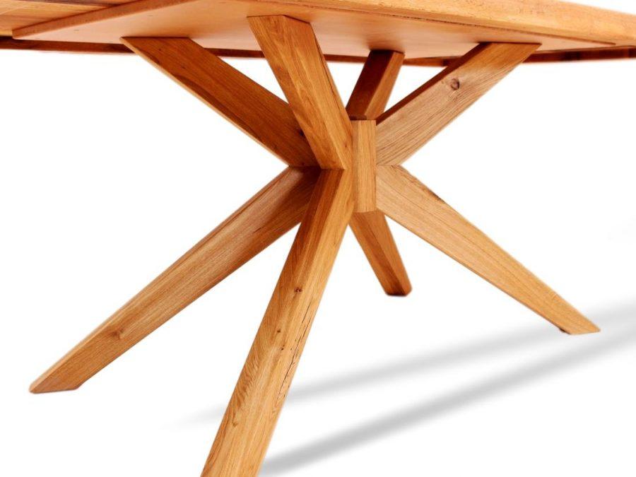 Toller massivholztisch mit Spinnenbeinen aus Eiche in seltenem Design