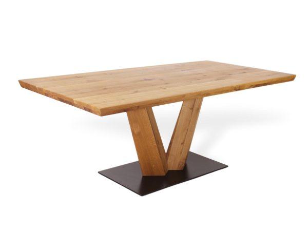 Moderner Esstisch aus Massivholz mit V Beinen