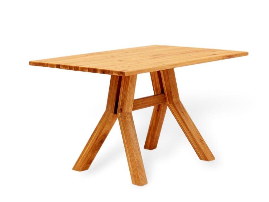 Esstisch aus Massivholz in besonderem design