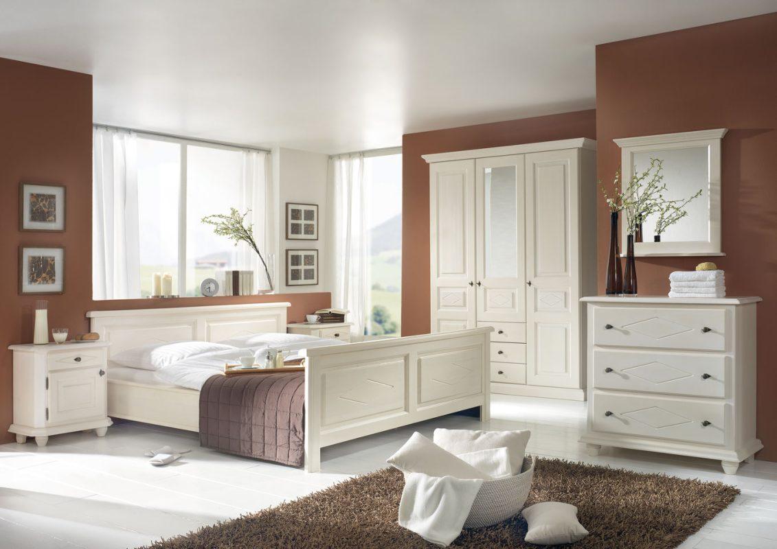 Schlafzimmer aus Fichtenholz