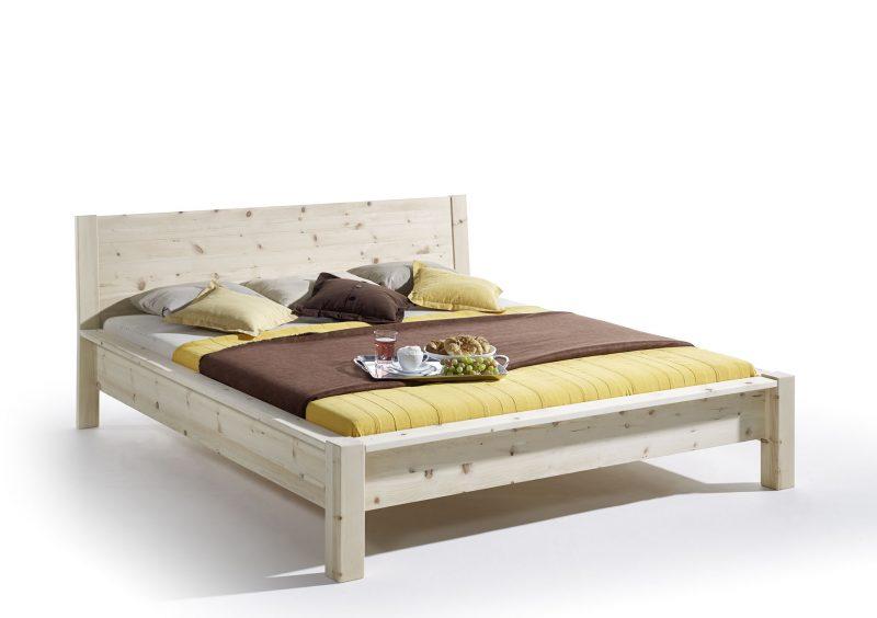 Tolles Bett aus Zirbenholz von bester qualität und günstigen prei