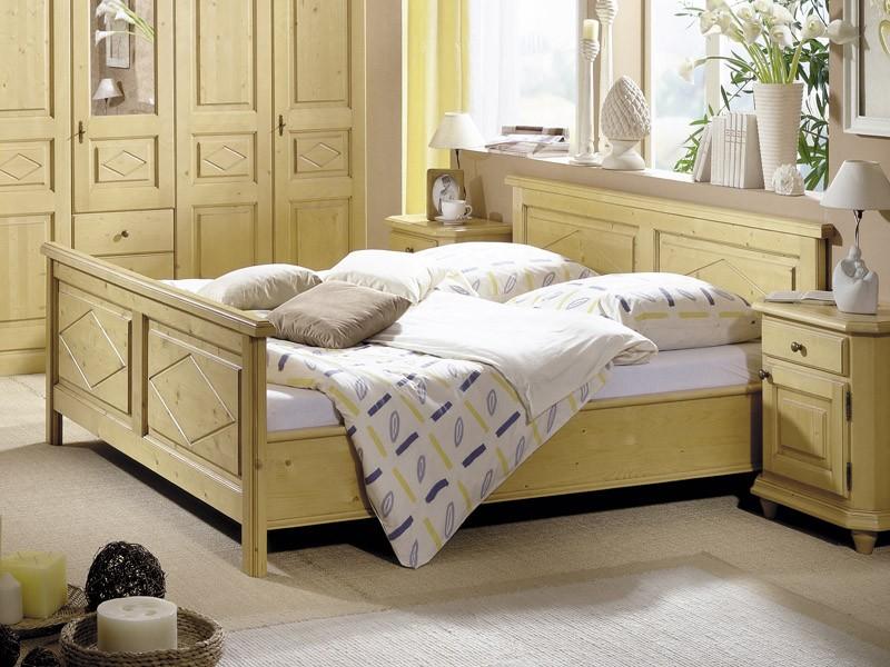 Tolles Bett aus Fichte im Landhausstil