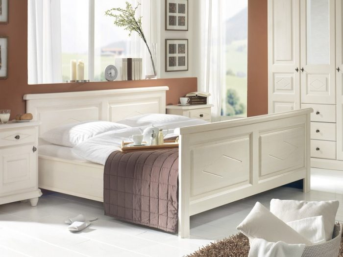 Schlafzimmer Bett aus Fichte im Landhausstil