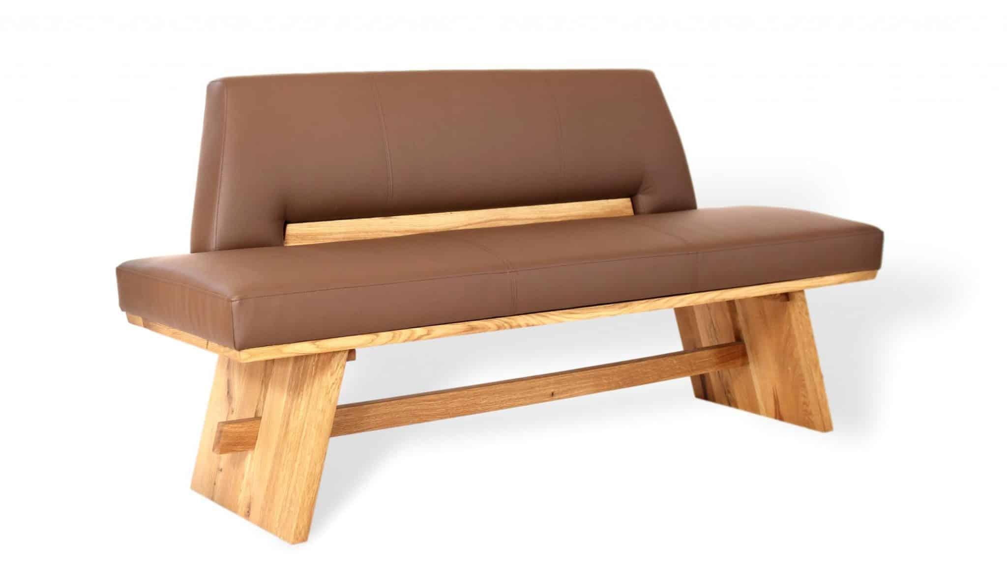 Traditionelle sitzbank aus massivholz und leder