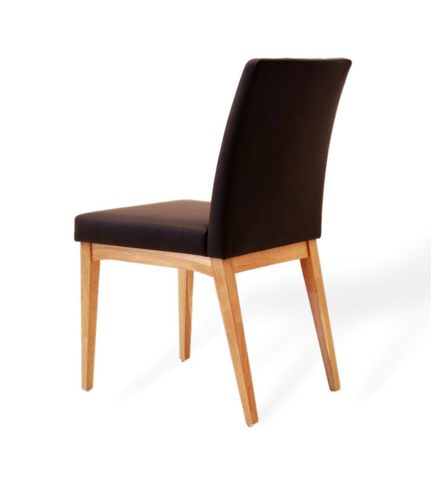 schlichter und eleganter esszimmerstuhl aus echtleder und massivholz