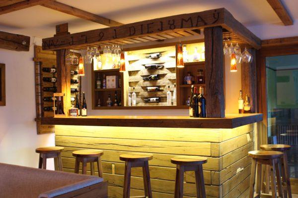 Hotelbar aus Massivholz