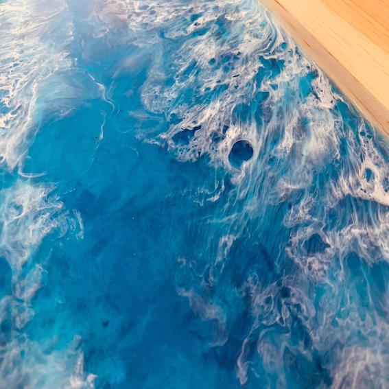 Meeresoptik dank Epoxidharz Handwerk. Exklusive Möbel