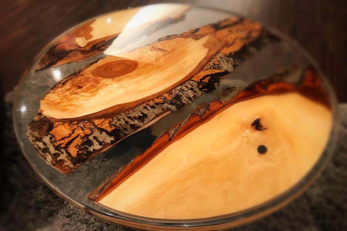 couchtisch aus epoxidharz und massivholz