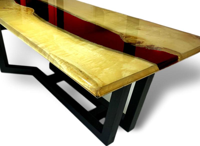 Tisch mit Epoxidharz. Epxidmöbel neu und individuell auf Wunsch gefertigt.