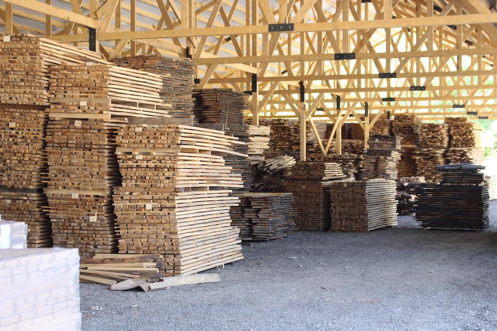 Holzzsorten von Naturnah Möbel im Lager
