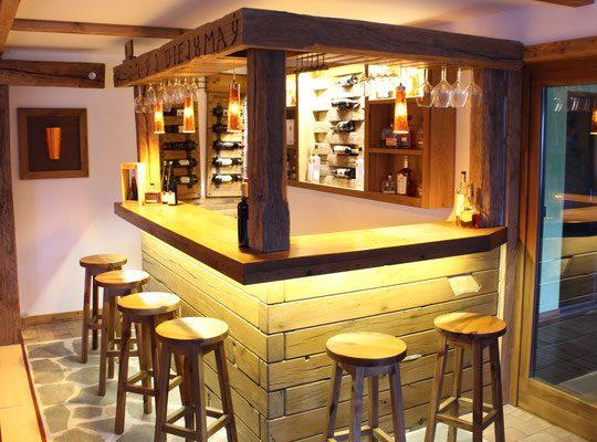 Bar aus Massivholz