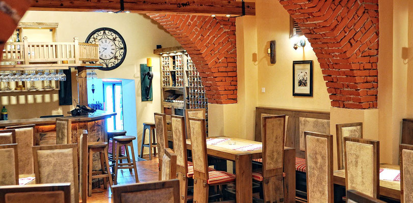 Gastronomie Tische aus Massivholz für ihr Restaurant. Gastronomie auf einem neuen Level mit hochwertigem Ambiente.