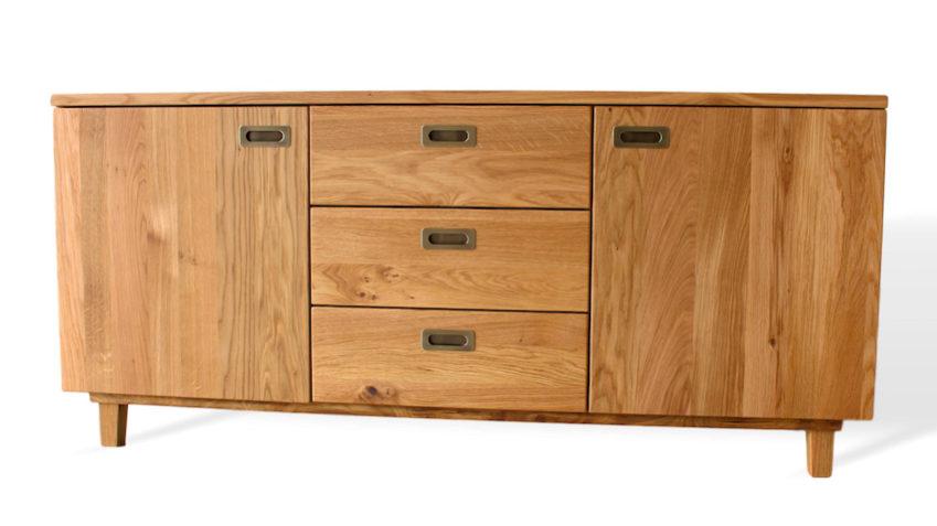 Moderne Kommode aus Massivholz mit drei Schubladen und zwei türen