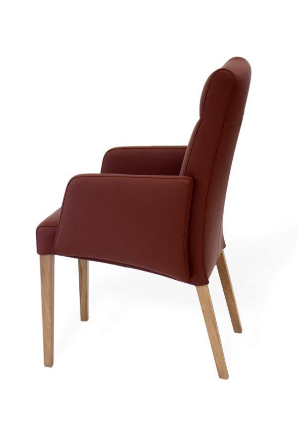 Moderner Stuhl aus braunem leder mit Armlehne