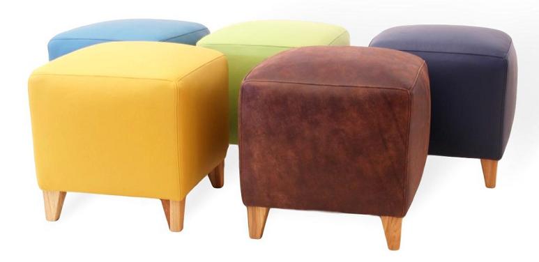 Sitzhocker aus Leder und Massivholz